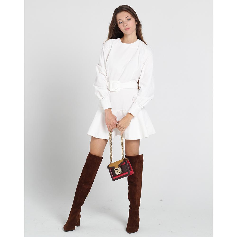 Белое платье Kristina Mamedova с короткой расклешенной юбкой