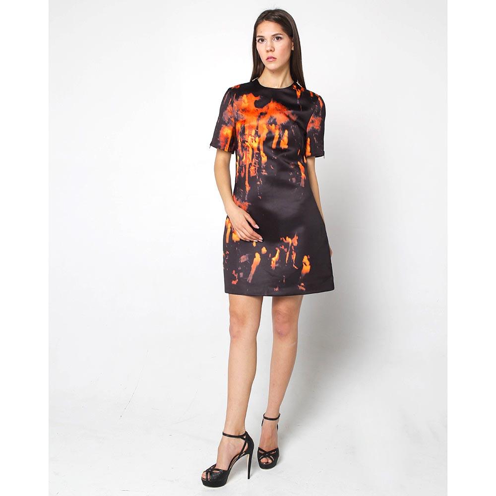 Платье Alexander McQueen черного цвета с оранжевым принтом
