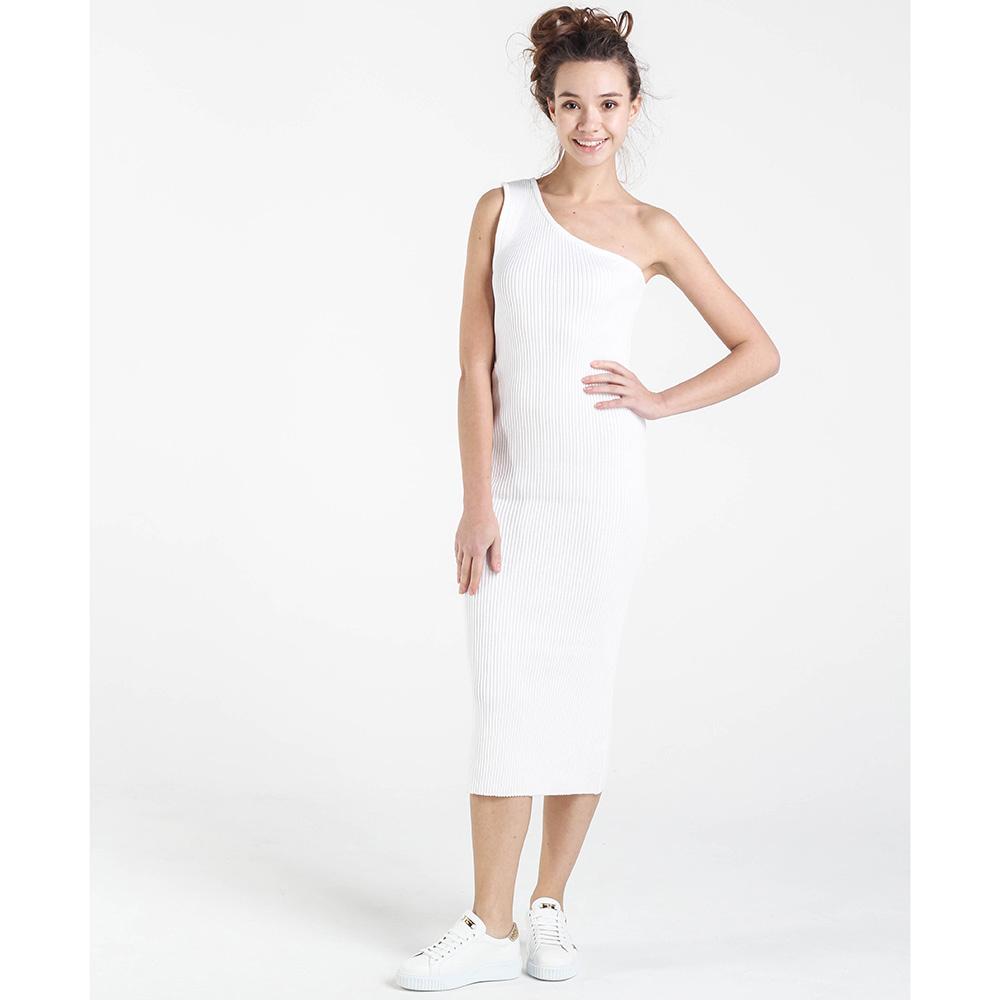 Вязаное платье-футляр Nit.ka на одно плечо белого цвета
