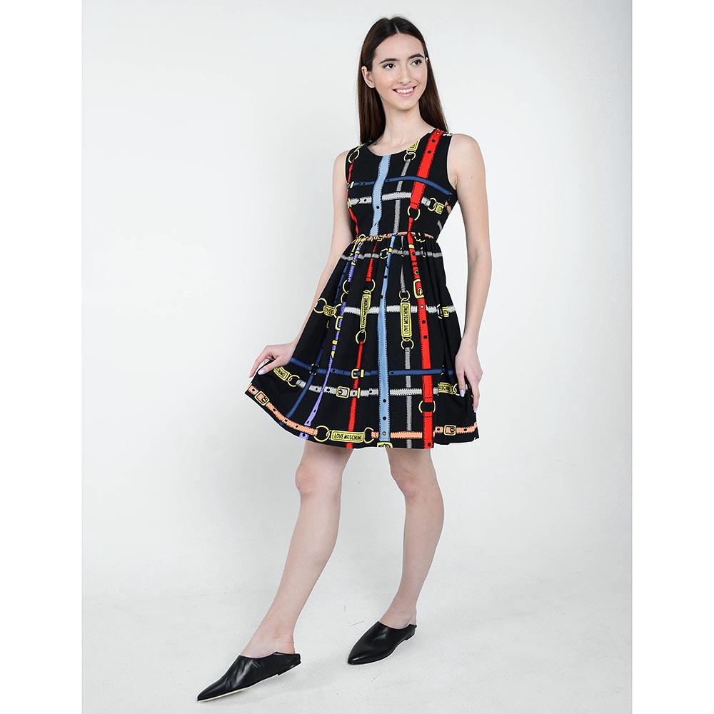 Черное платье Love Moschino с завышенной талией и ярким принтом