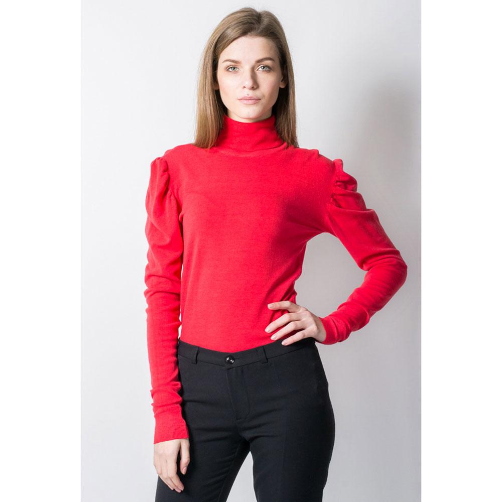 Красная водолазка Tensione in со спущенным плечем