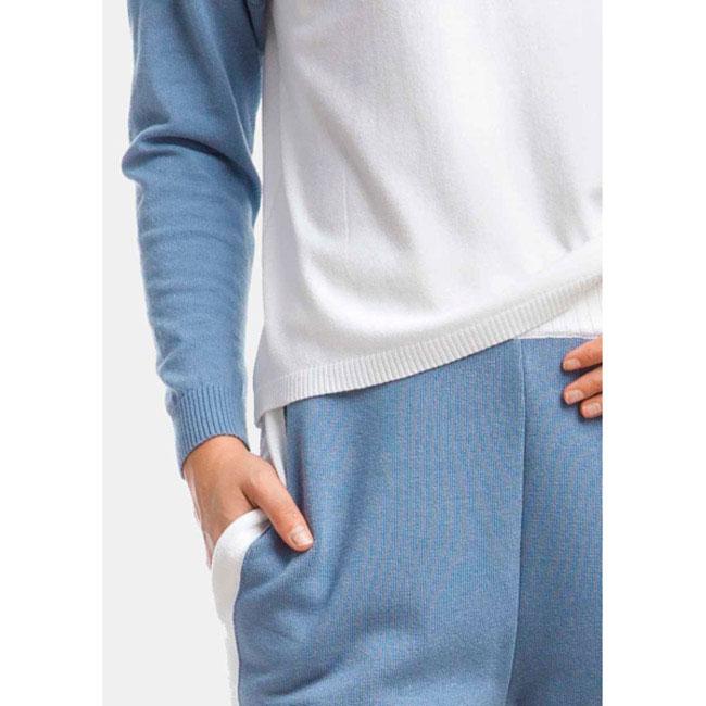Гольф RITO белого цвета с голубыми рукавами